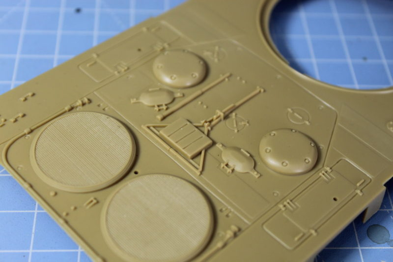 close up photo showing some of the details on the scale model leopard 2 mbt