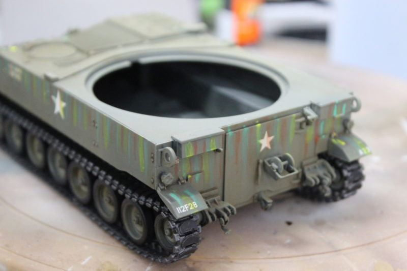 Using oil paints to make streaks on the M-108 scale model