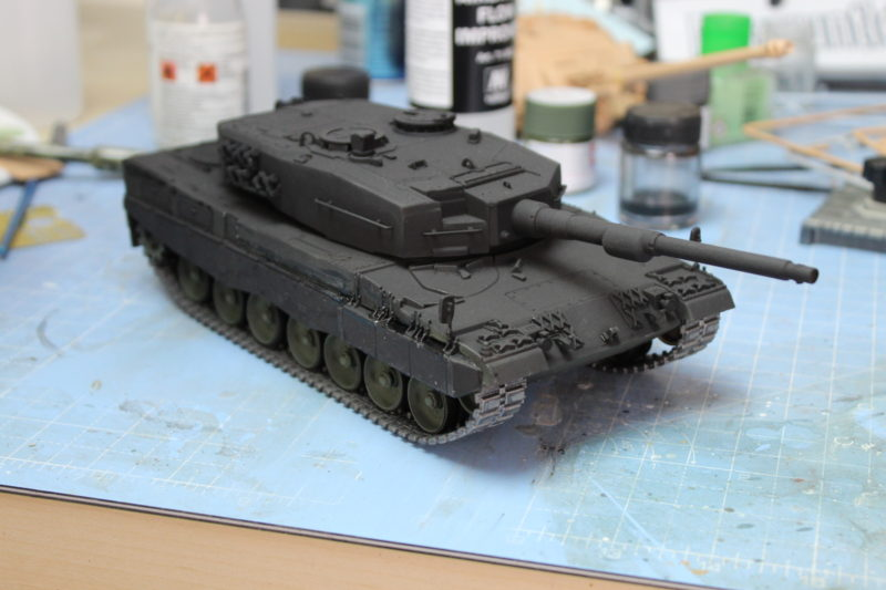 Fitted Tracks To The Leopard 2 Scale Model
