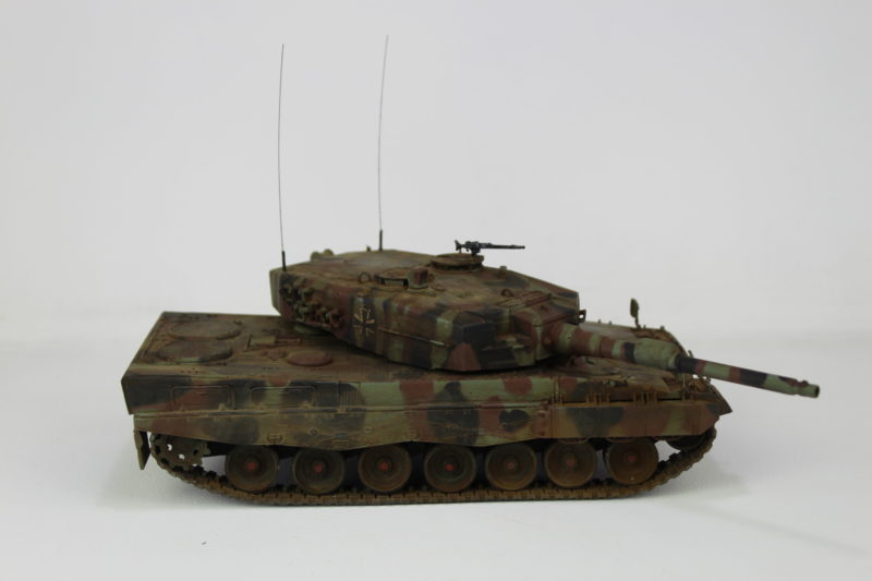 Side View Of The Leopard 2 Tank In 135th Scale